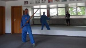Einsatz des langen Stocks beim Kampfsport